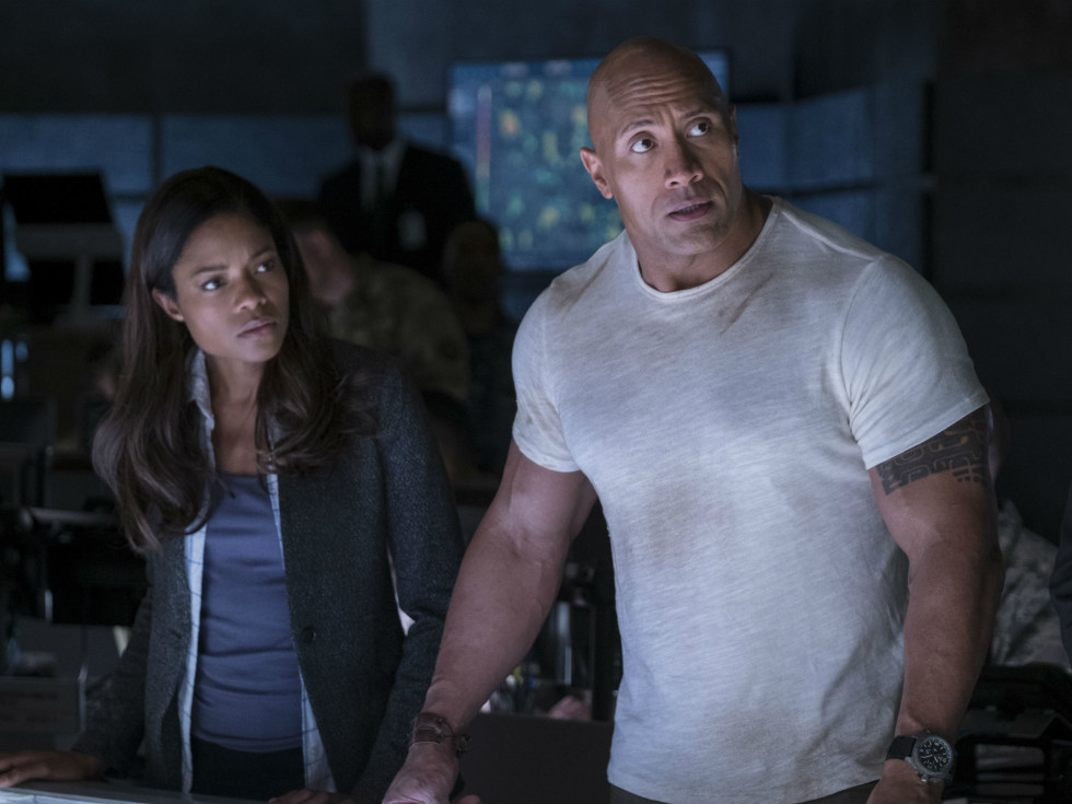 Naomie Harris and Dwayne Johnson in Rampage