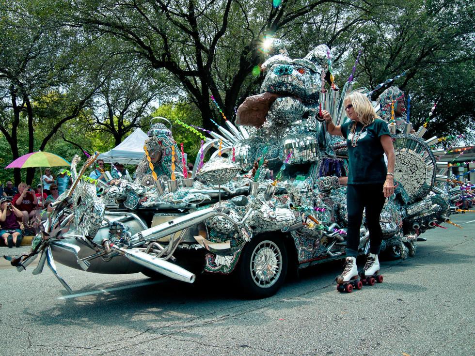 News_011_Art Car Parade