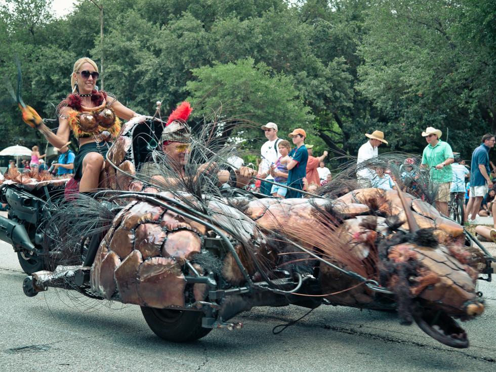 News_015_Art Car Parade