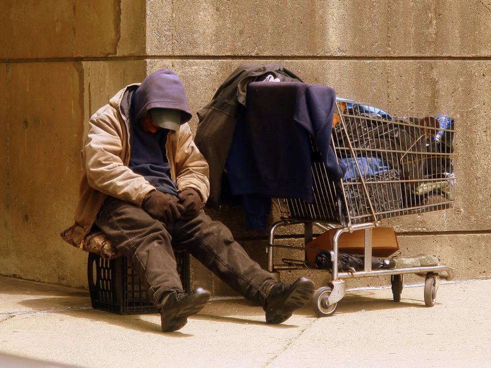 News_homeless_man_shopping cart