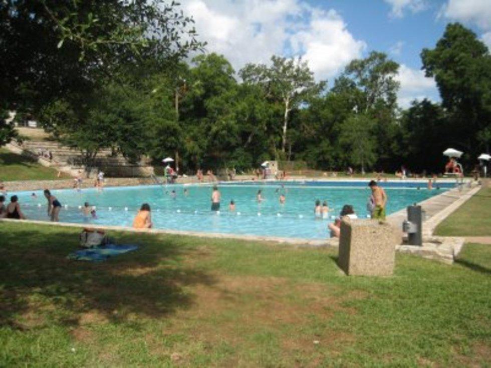 Austin_photo: places_outdoors_deep_eddy_grass