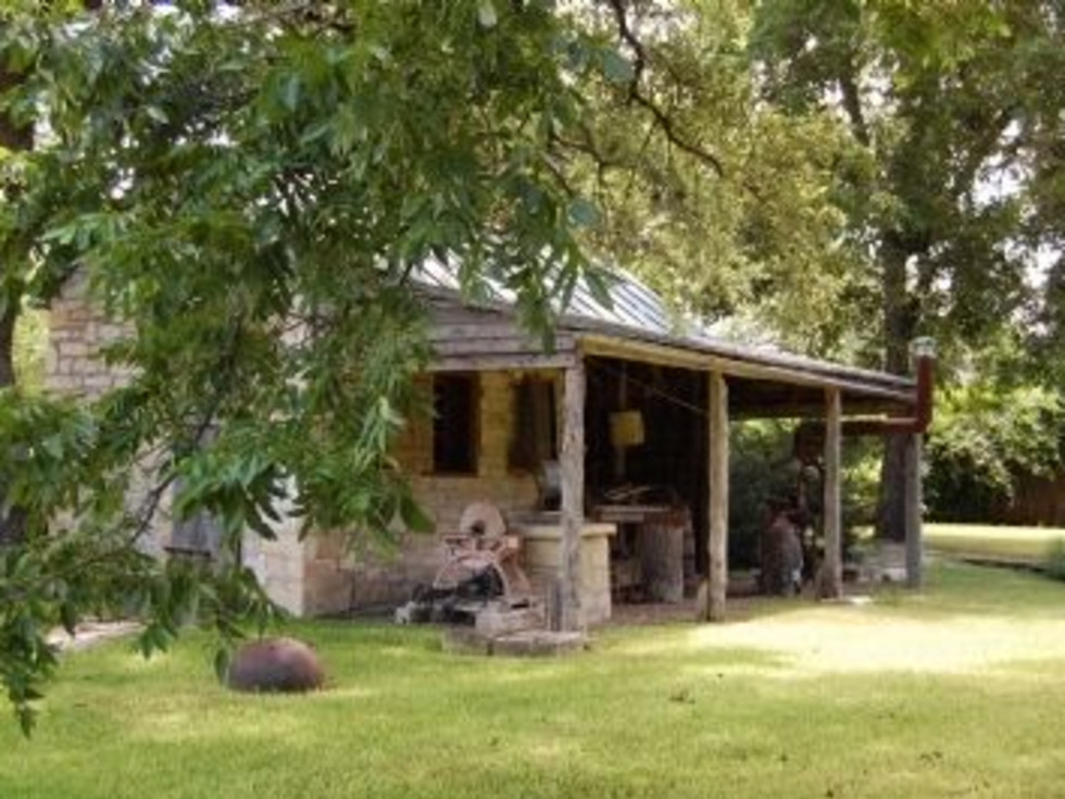 Austin_photo: places_unique_moore hancock farmstead_out building