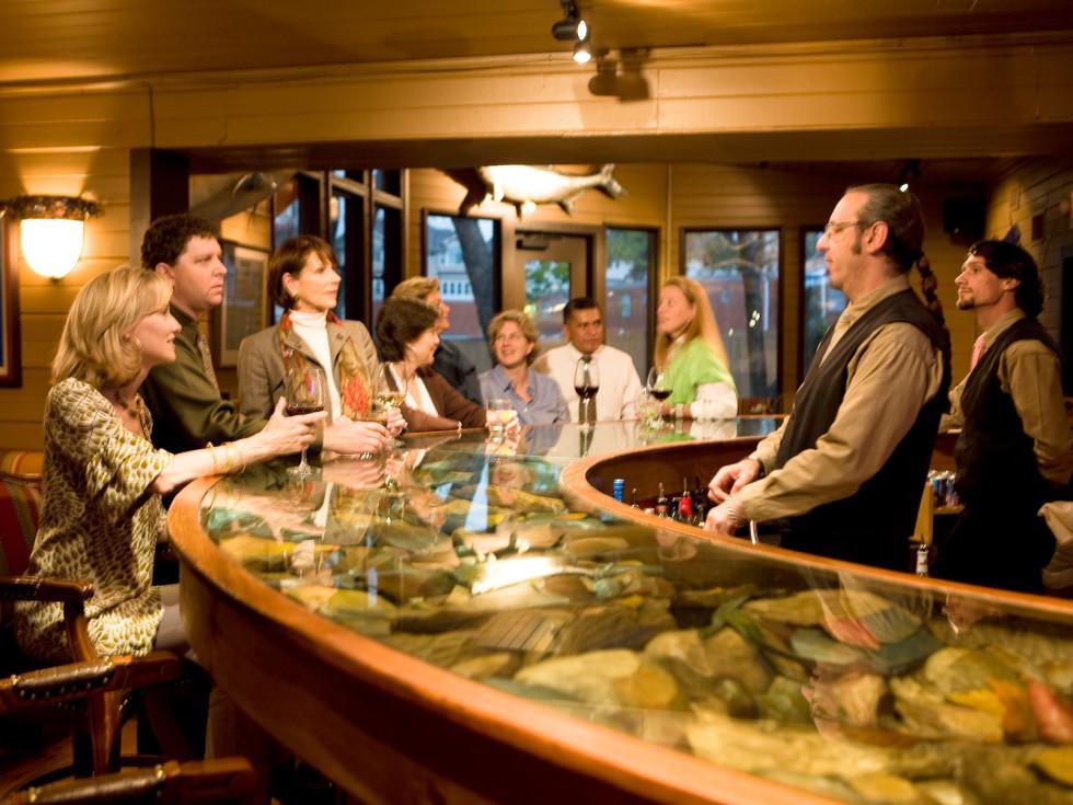 Places-Food-Rainbow Lodge bar interior