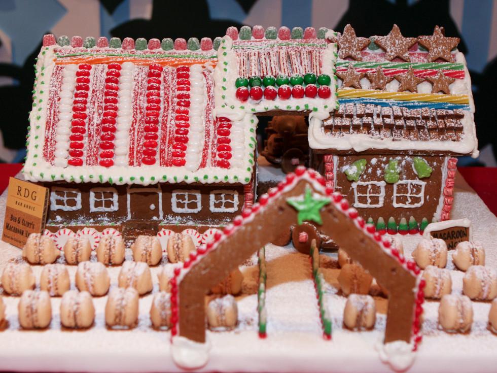News_Children's Museum_2009_Gingerbread house_RDG+Bar Annie_Pediatrix Medical Group Houston Southwest