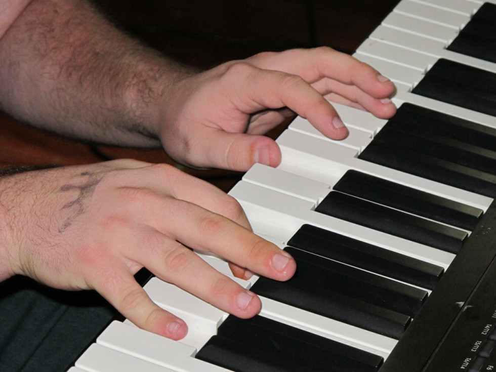 Marshall Graves Spidery Piano Playing