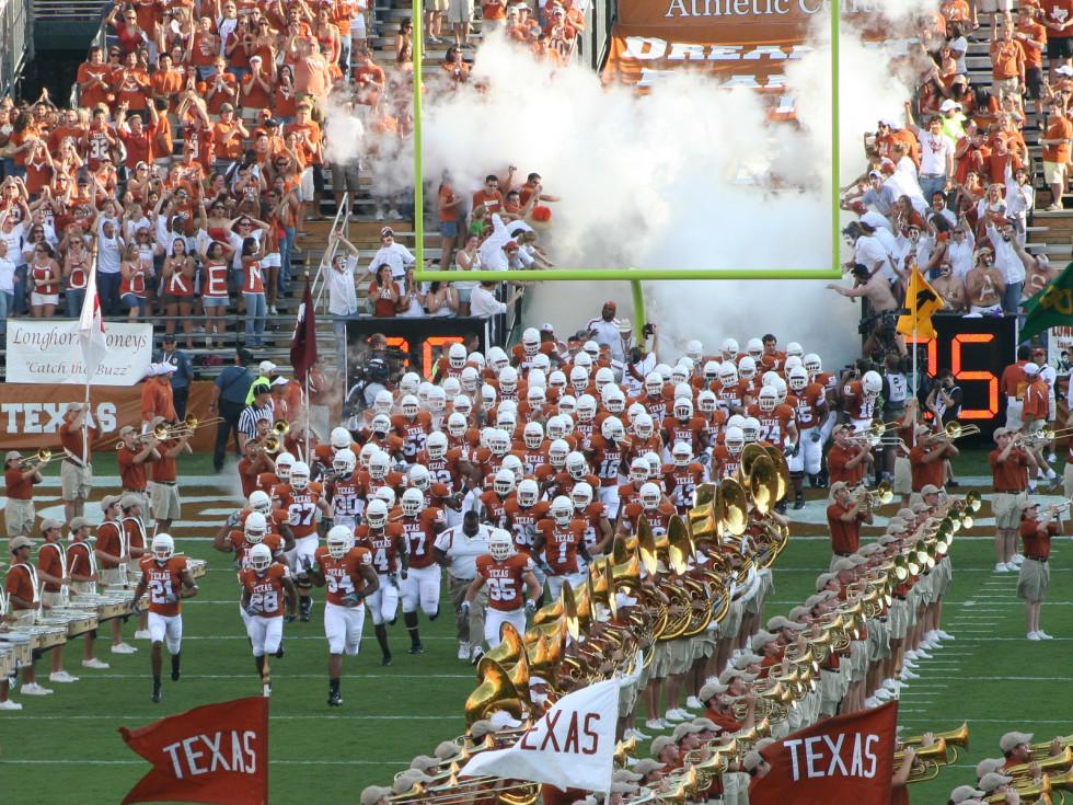 News_Texas_UT_University of Texas_football_football players