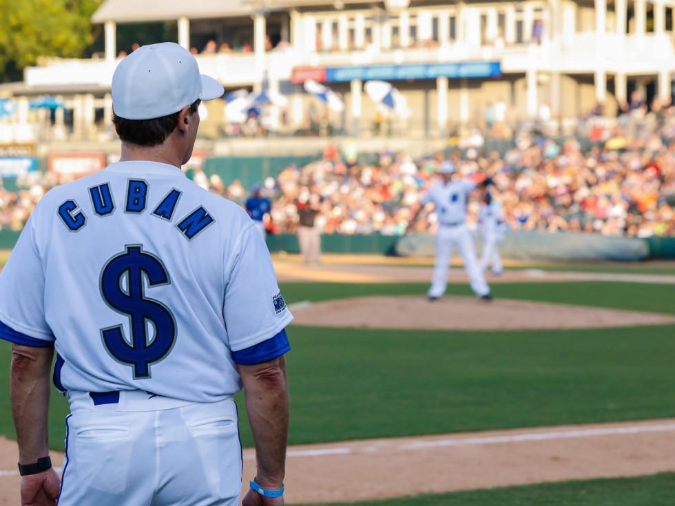 Mark Cuban, Nowitzki celebrity heroes baseball game
