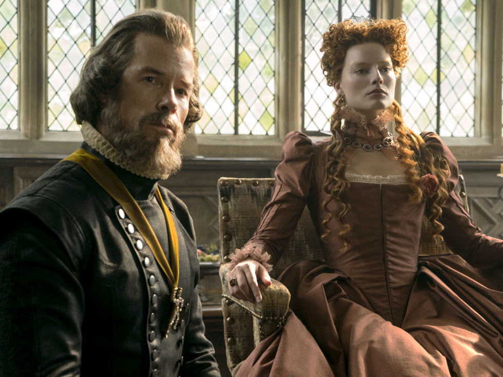 Guy Pearce and Margot Robbie in Mary Queen of Scots
