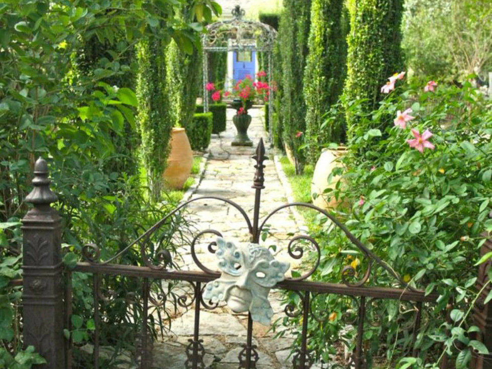 Jennifer's Gardens
