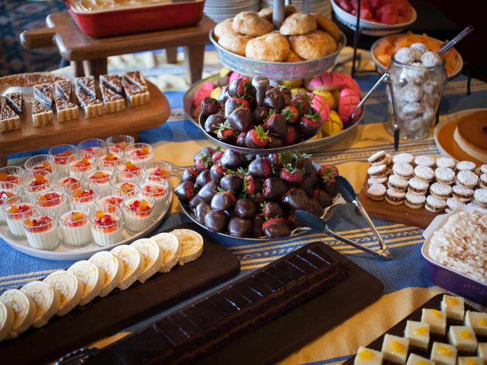 Hugo's brunch buffet dessert