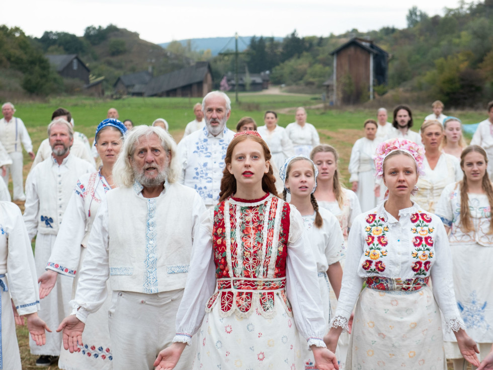 Isabelle Grill (center) and cast of Midsommar