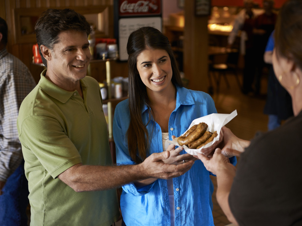 Couple receiving boudin