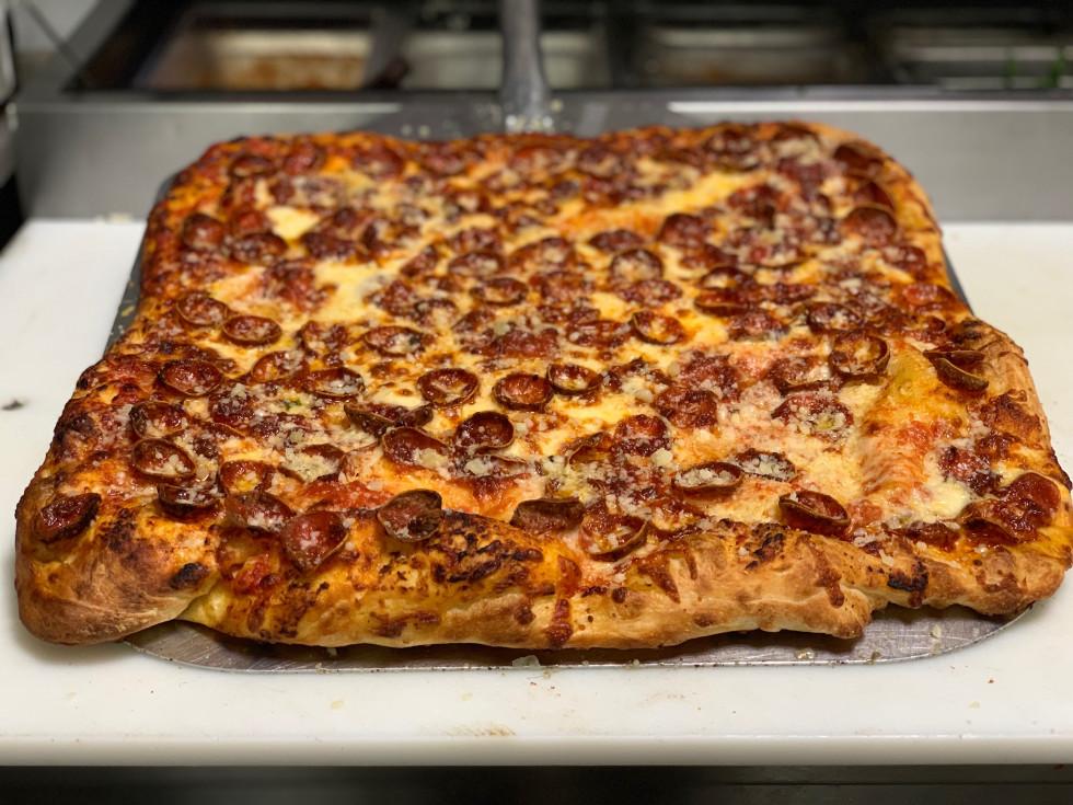 Pizza Zquare Rosa Grande pepperoni Finn Hall