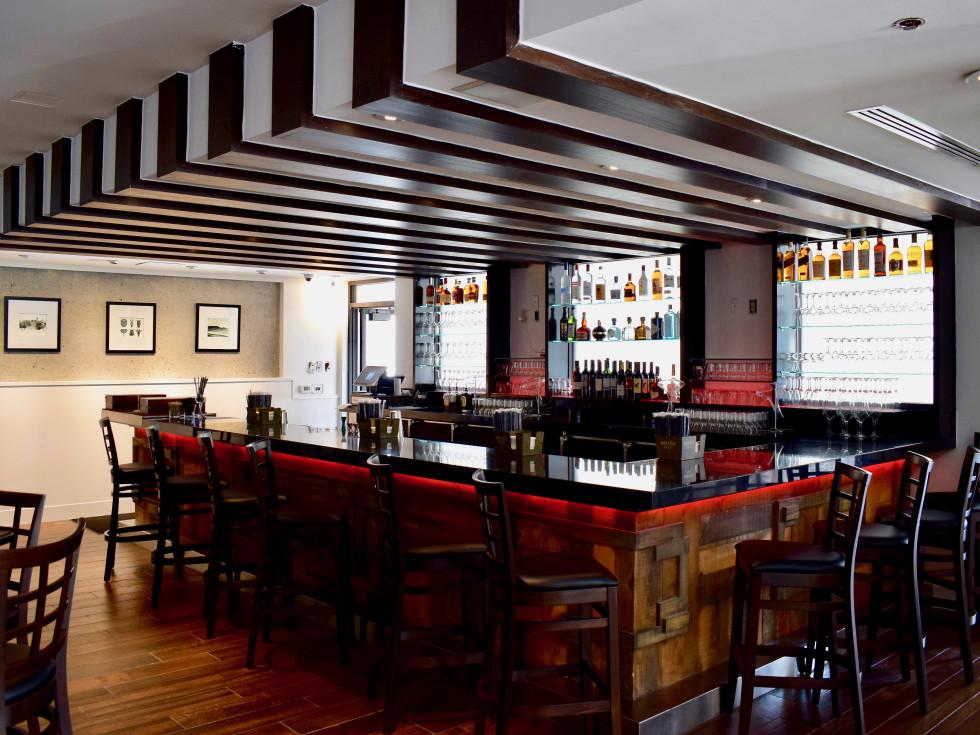 Peli Peli Woodlands interior bar