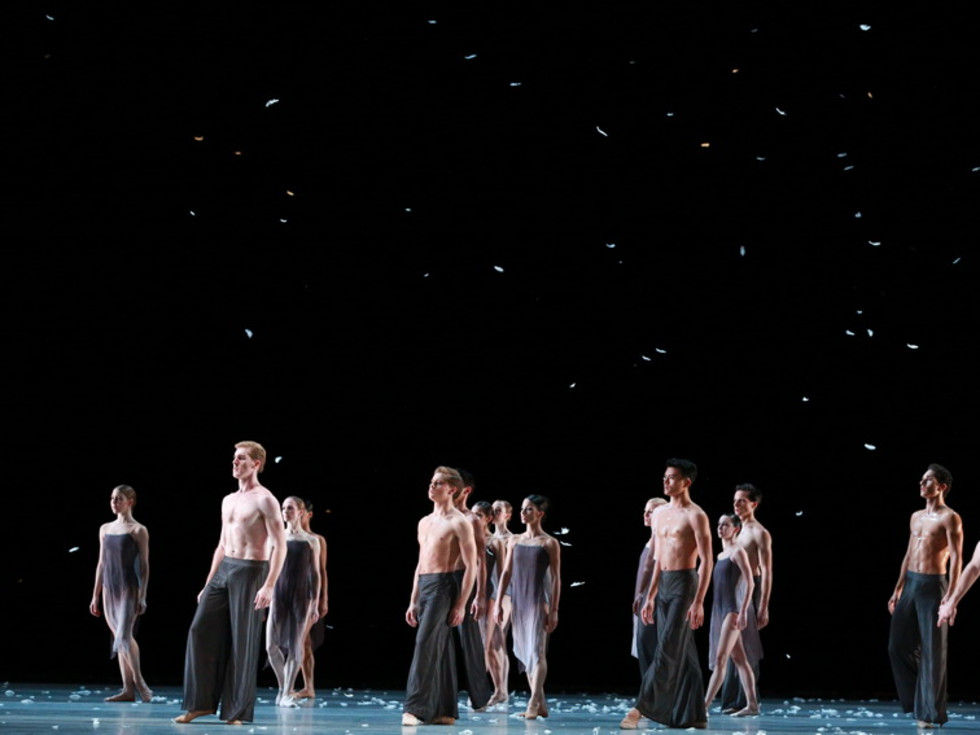 Artists of Houston Ballet in Edwaard Liang's Murmuration