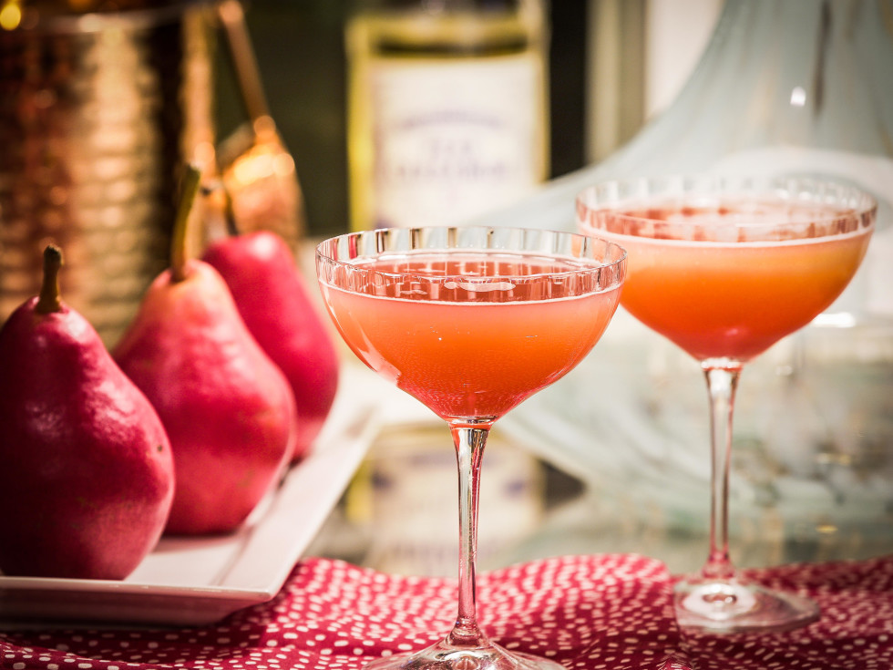 Cranberry pear spritz, mocktail, Elevated Elixir