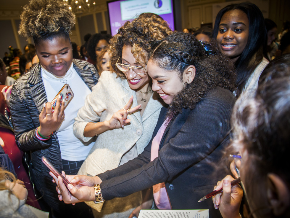 Elaine Welteroth with middle and high school students