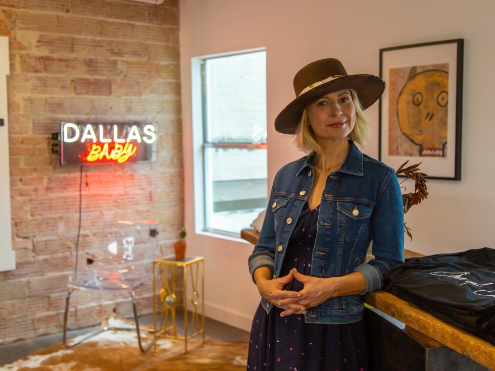 Samantha Brown, Travis Austin hat