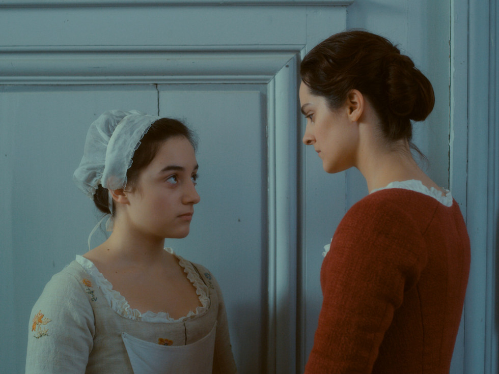 Luàna Bajrami and Noémie Merlant in Portrait of a Lady on Fire