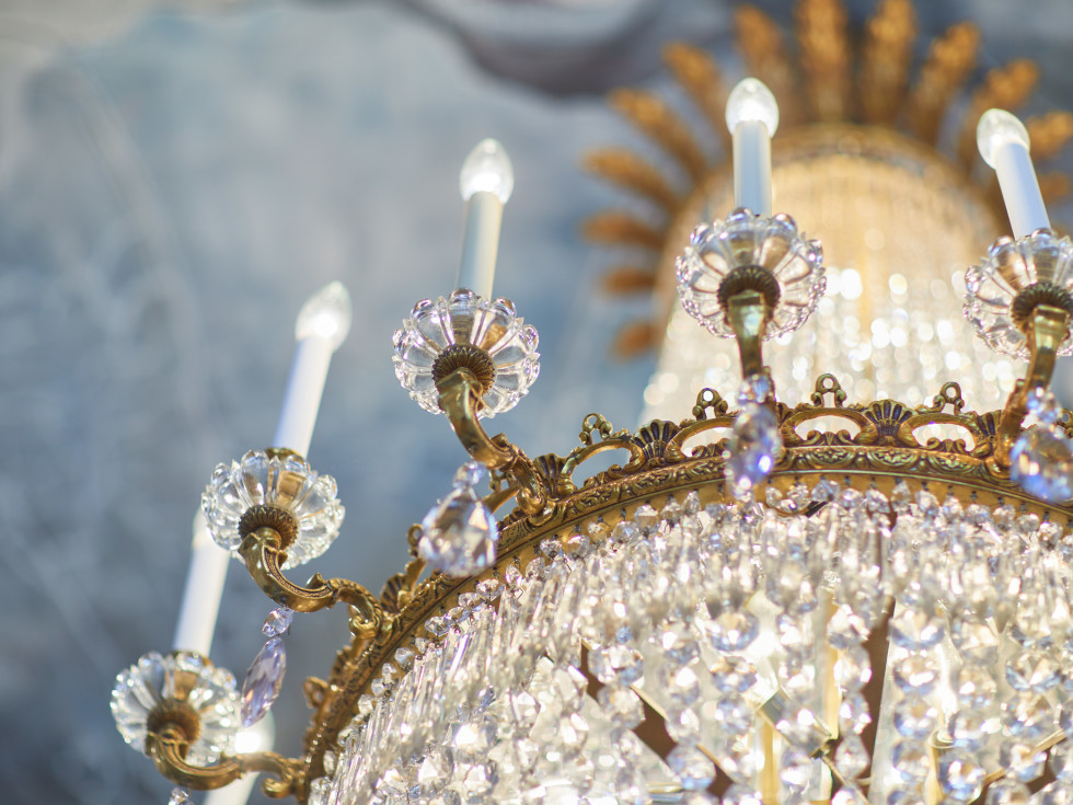 Charles Winston designed the chandelier that once hung in The Plaza Hotel in New York