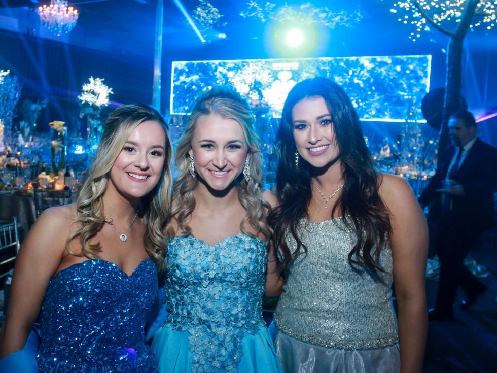 San Luis Salute 2020 Duchesses Hannah Sukkar, Natalie Crowder and Allison Denman