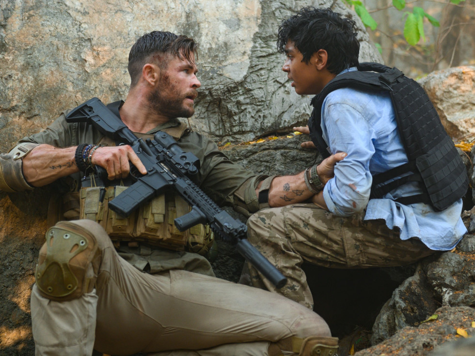 Chris Hemsworth and Rudhraksh Jaiswal in Extraction