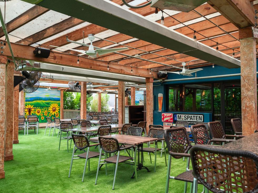 King's Biergarten Pearland patio