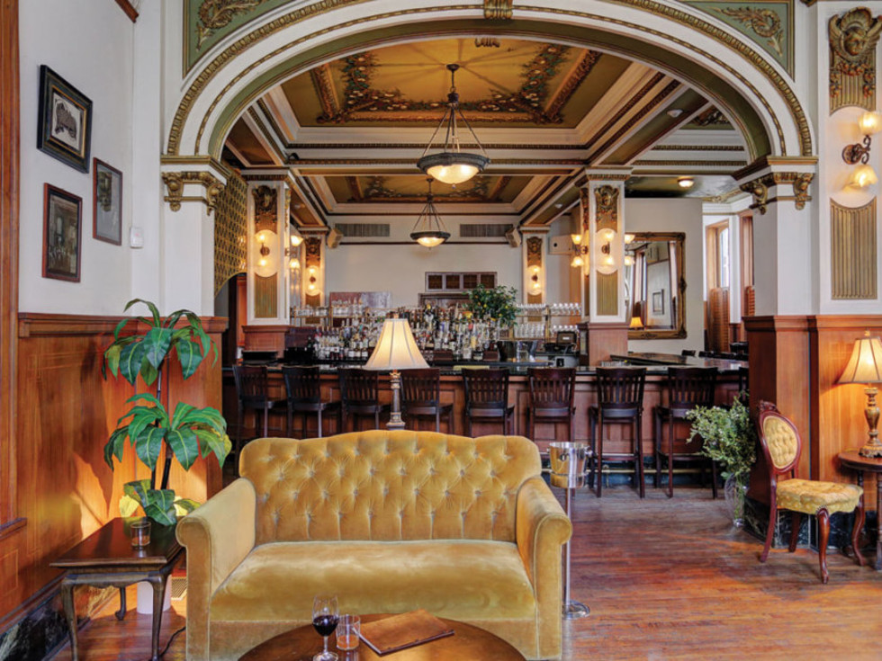 Public Services Wine & Whisky interior