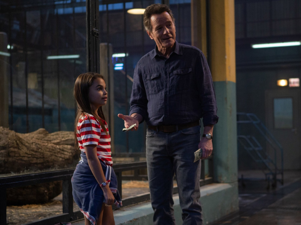 Ariana Greenblatt and Bryan Cranston in The One and Only Ivan