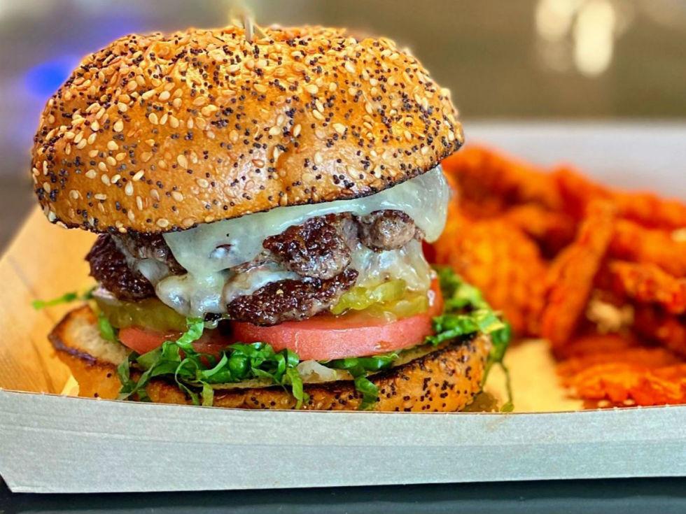 Berry Street Ice House burger