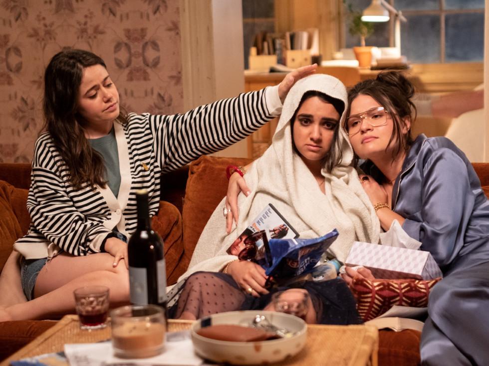 Molly Gordon, Geraldine Viswanathan, and Phillipa Soo in The Broken Hearts Gallery