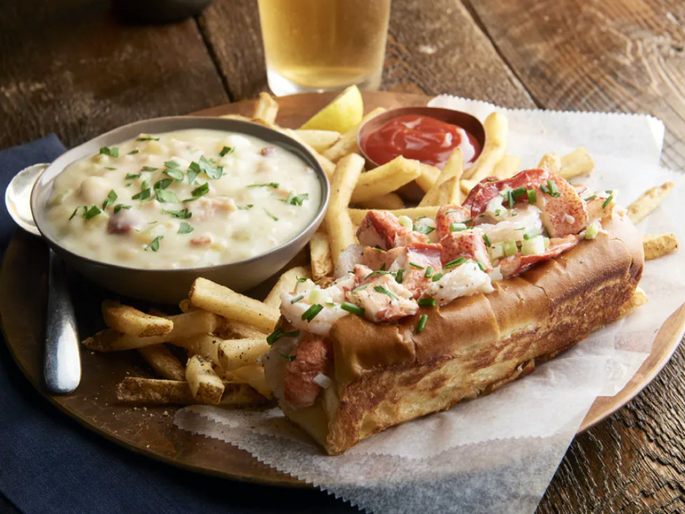 McCormick and Schmick's lobster and shrimp roll