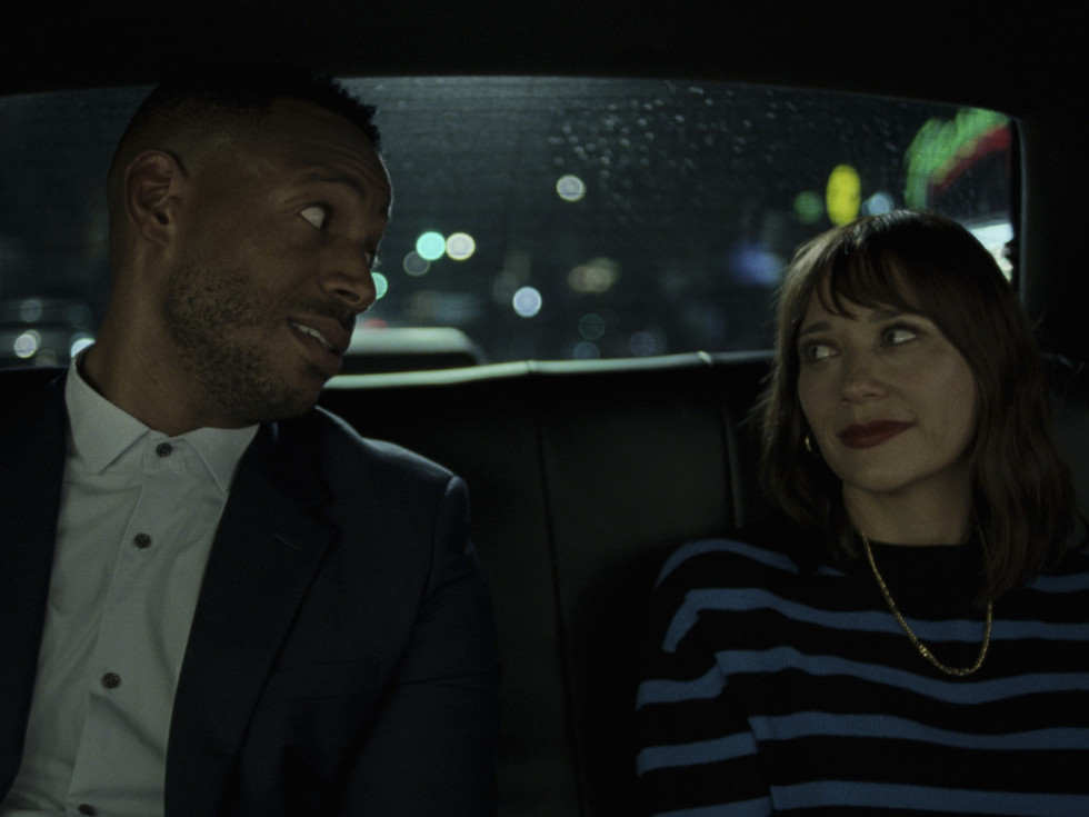 Marlon Wayans and Rashida Jones in On the Rocks