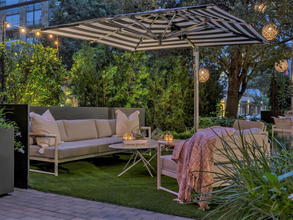 Trace Restaurant patio courtyard