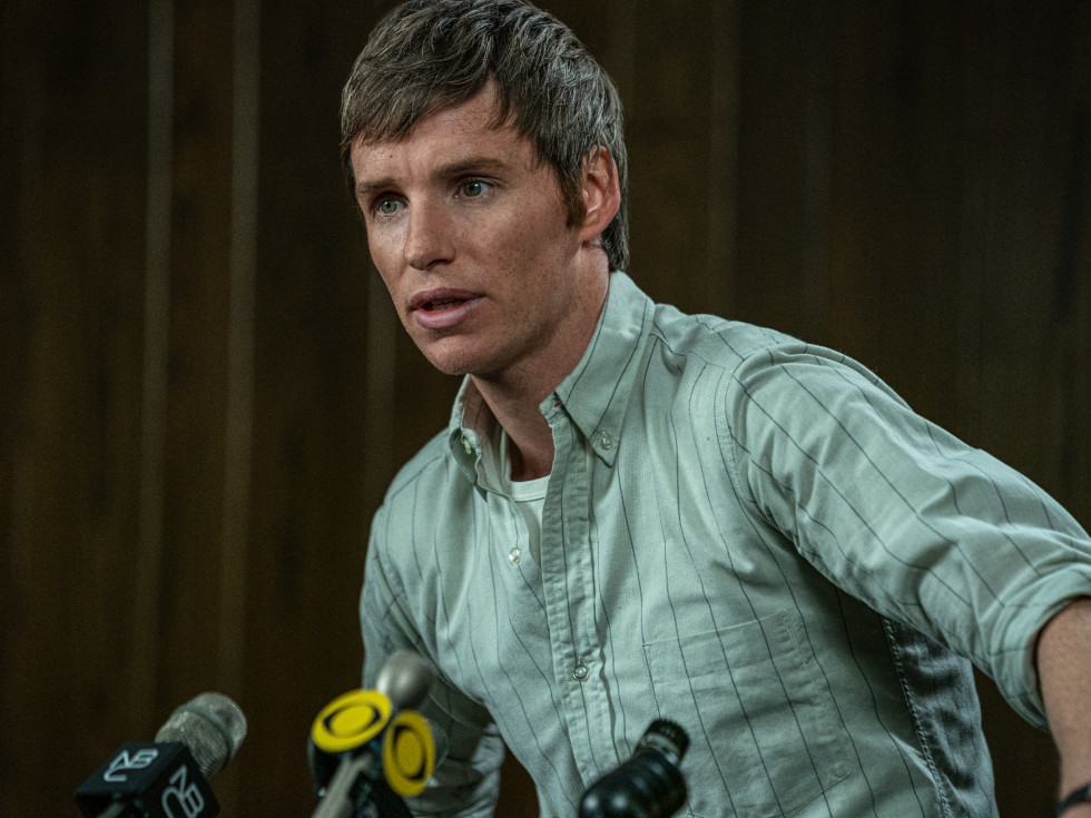 Eddie Redmayne in The Trial of the Chicago 7