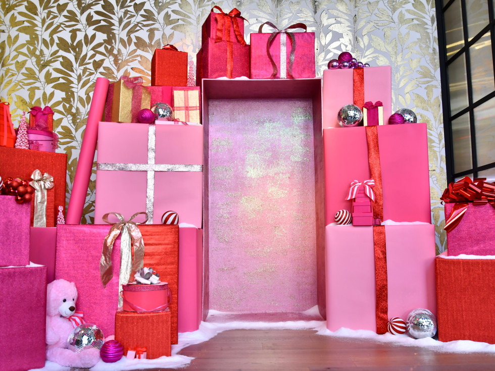 Holidaze I'll Have a Pink Christmas River Oaks District