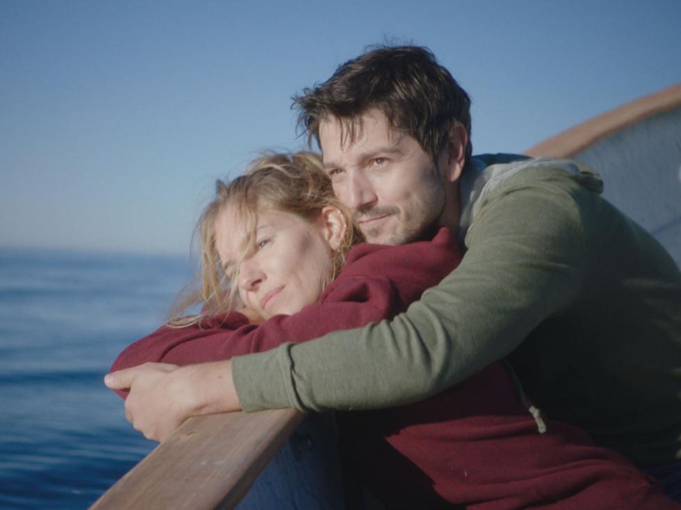 Sienna Miller and Diego Luna in Wander Darkly