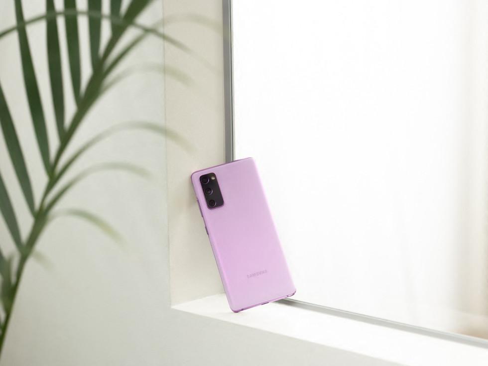 Samsung Galaxy S20 FE 5G phone