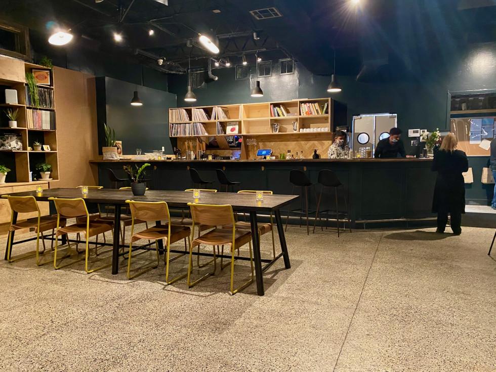 93 Til bar area