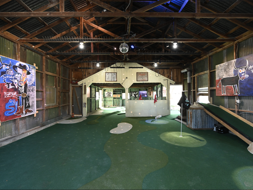 Dreamland Dripping Springs indoor mini golf