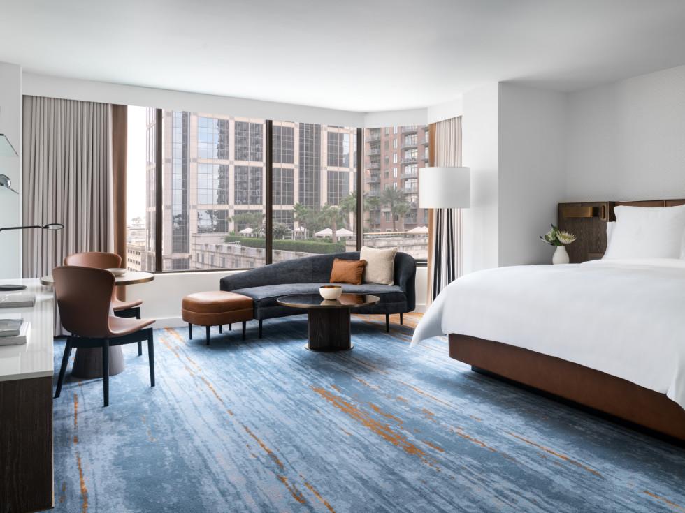 Four Seasons Houston new rooms suites corner regular room