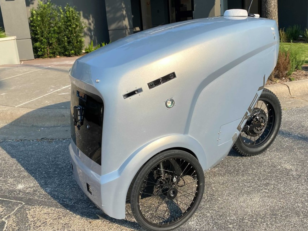 Robot food delivery device in Austin