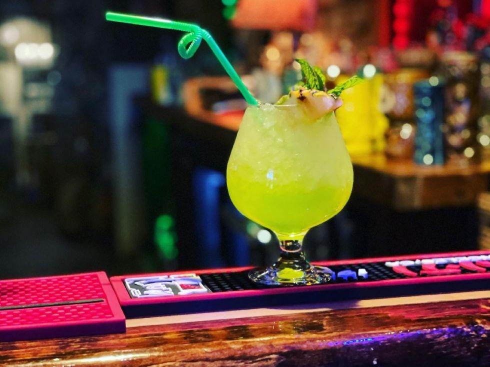 4 Kahunas Tiki Lounge, Arlington