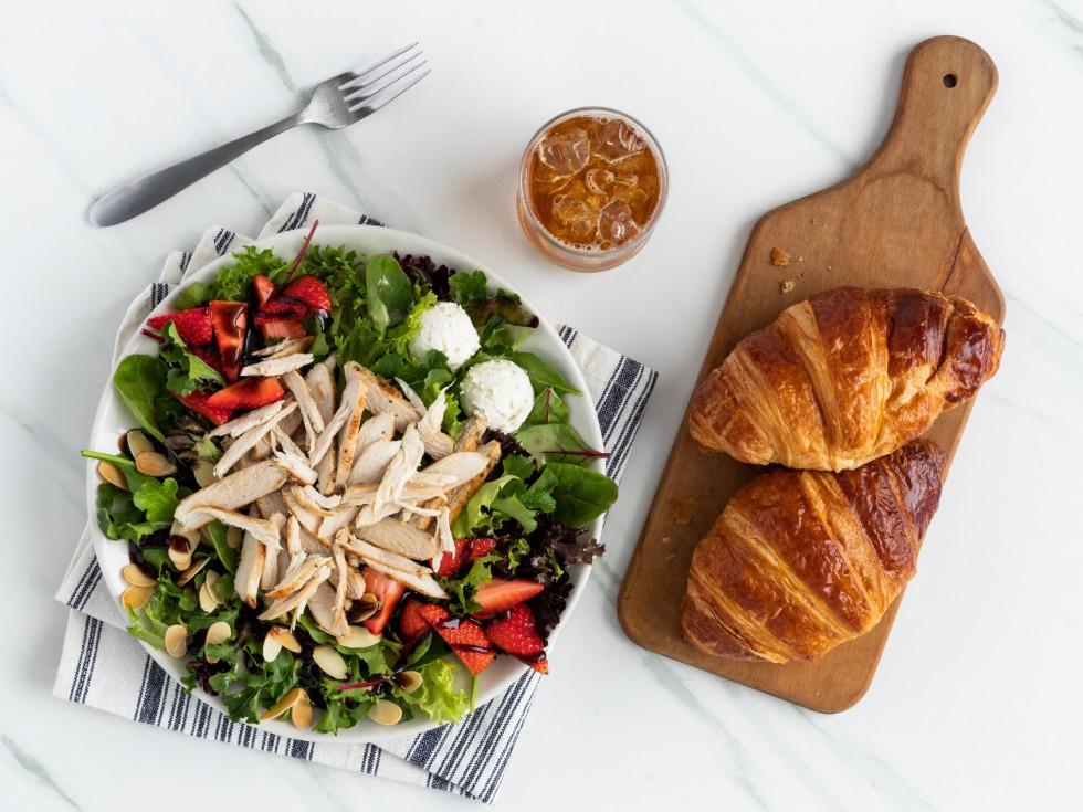 salad croissant