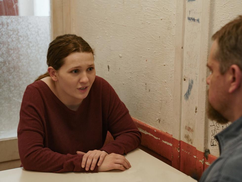 Abigail Breslin and Matt Damon in Stillwater