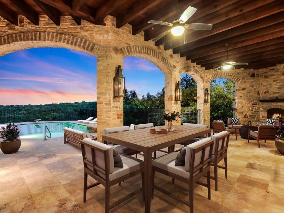 Outdoor dining room