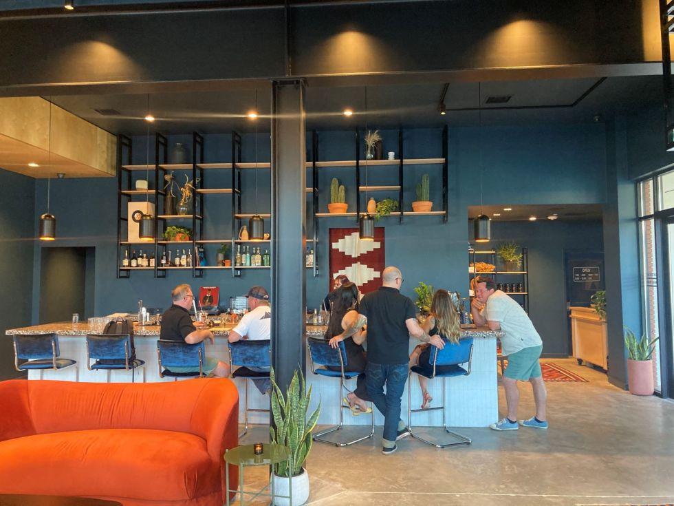 Hotel Dryce lobby bar