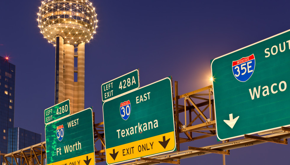 Dallas highway signs with Reunion Tower