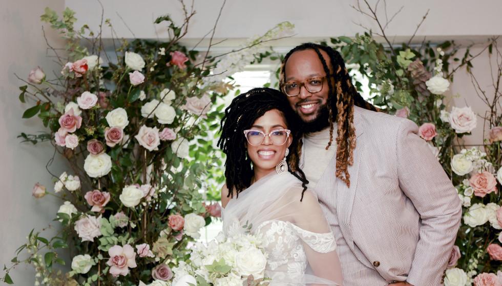Houston couple weather winter storm with intimate wedding ceremony