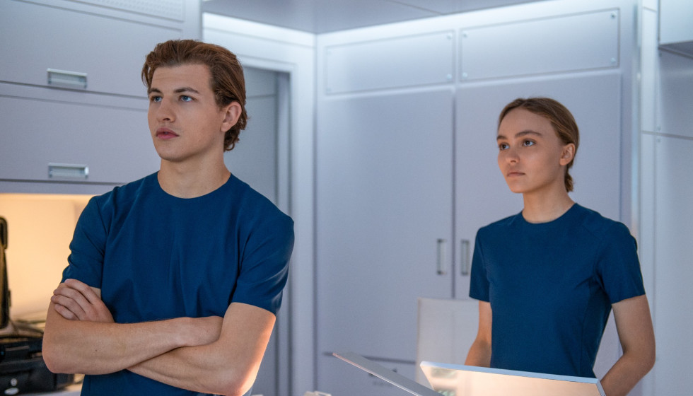 Hormonal teenagers journey in search of new planet in Voyagers